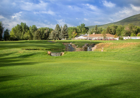 Crater-Springs-Vacation---Golf-on-Your-Retreat