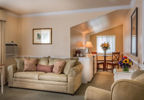 Living room and dining area of Cottage King Suite at our Utah vacation resort