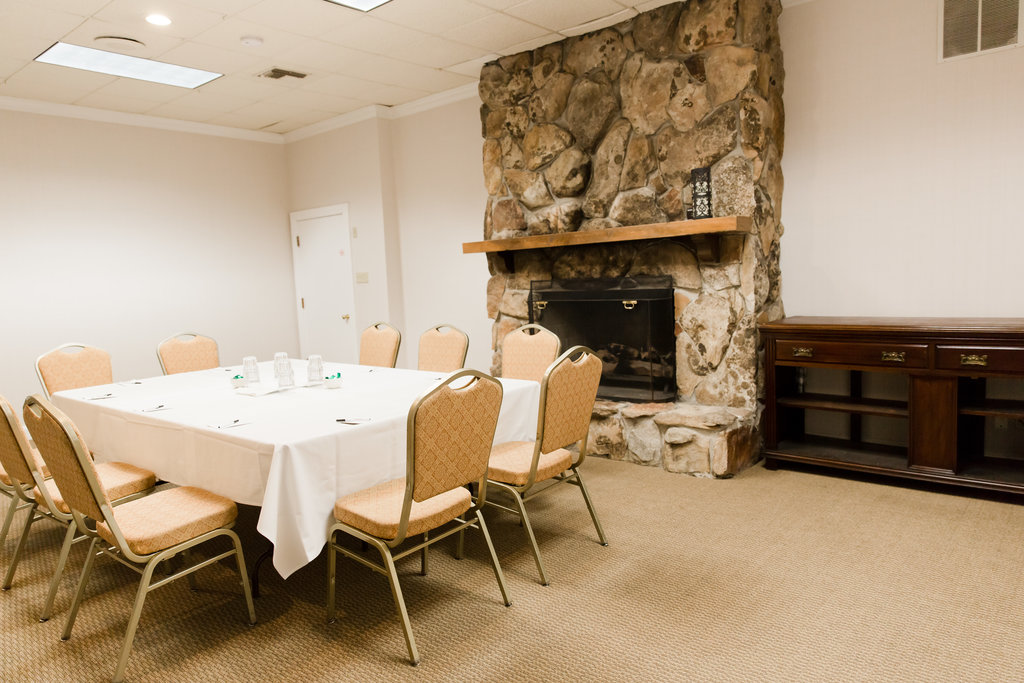 Our Midway Utah meeting room Wasatch 1 with a fireplace and meeting table